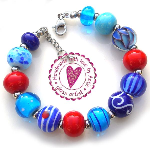 création unique : bracelets crées par Antje Beurtheret